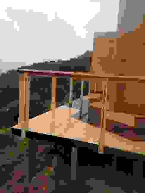 Vivienda Prefabricada 48 m2 Balcones y terrazas industriales de Estudioeco21 Industrial