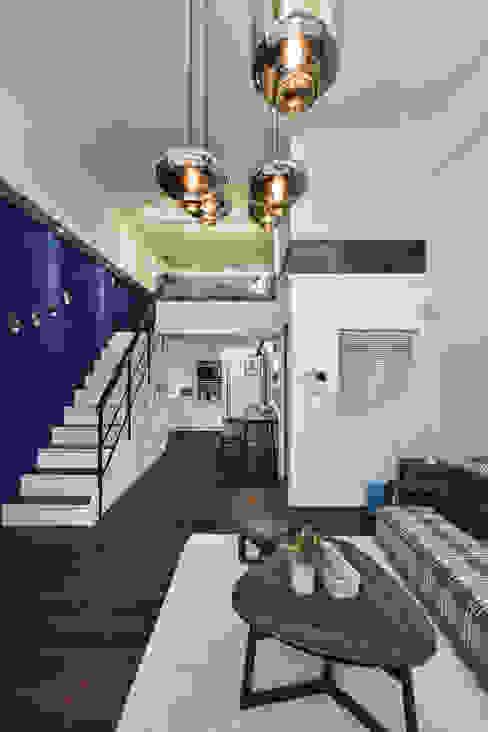 藍調搖擺 现代客厅設計點子、靈感 & 圖片 根據 存果空間設計有限公司 現代風
