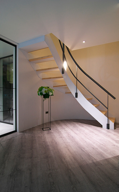 Asian corridor, hallway & stairs by homify Asian