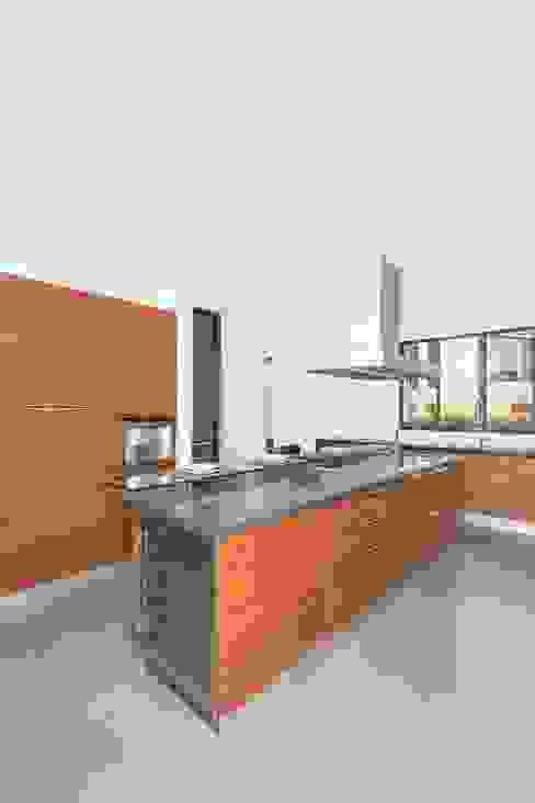 Kitchen by ATELIER CASA S.A.S, Modern