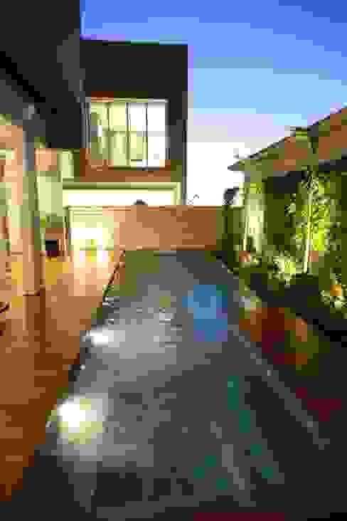 Modern pool by Pavesi Arquitetura Modern