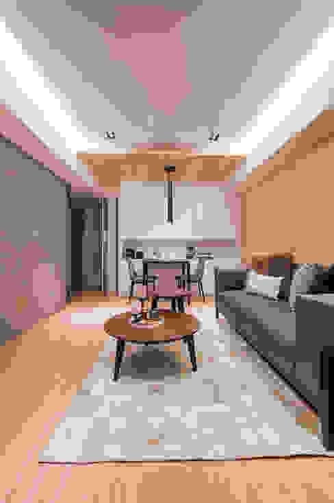 原木與灰色調堆疊的安穩 根據 城業空間設計有限公司