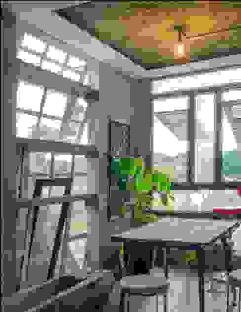 omah amoh Ruang Studi/Kantor Gaya Rustic Oleh Gursiji studio & galeri Rustic