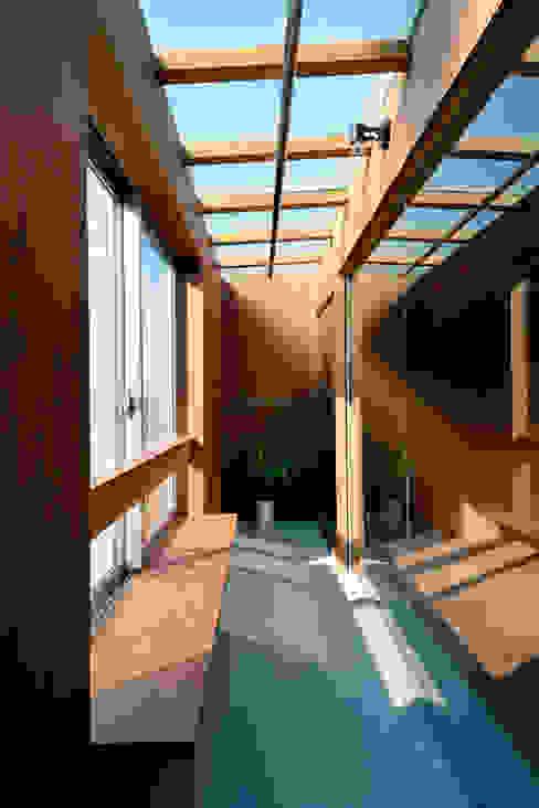 本庄の家 神永設計 モダンスタイルの 温室 コンクリート 木目調