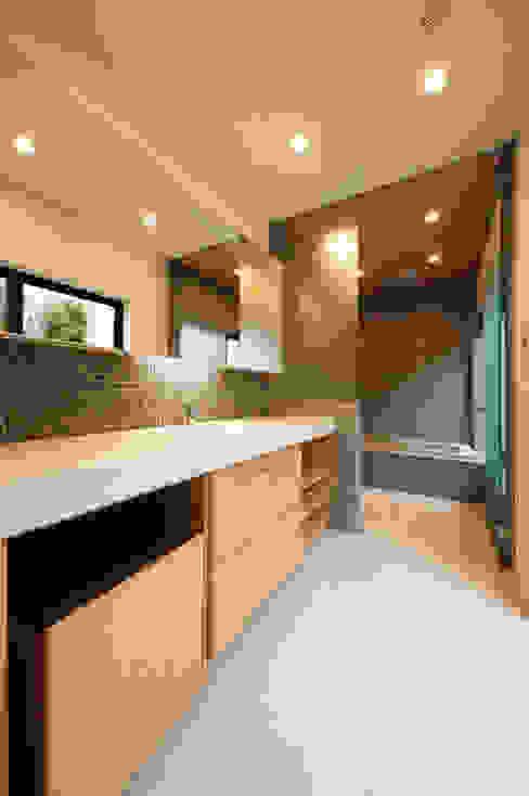 上質なバスルーム モダンスタイルの お風呂 の TERAJIMA ARCHITECTS モダン