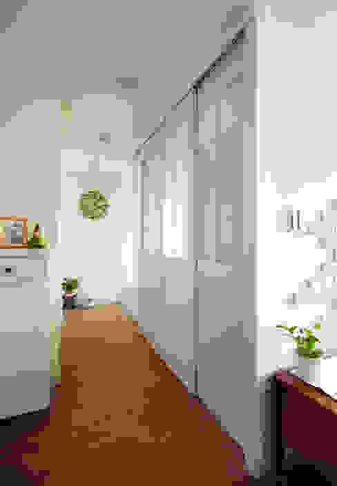Couloir, entrée, escaliers ruraux par 弘悅國際室內裝修有限公司 Rural Bois Effet bois