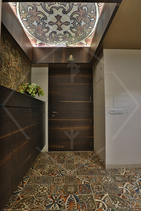 CAPITAL GREEN - 1 Asian style corridor, hallway & stairs by SPACCE INTERIORS Asian