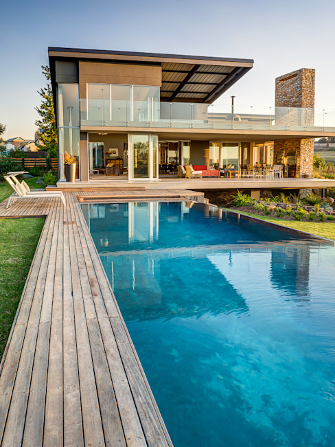 500 square meter home in Waterfall Country Estate by Luc Zeghers Architects