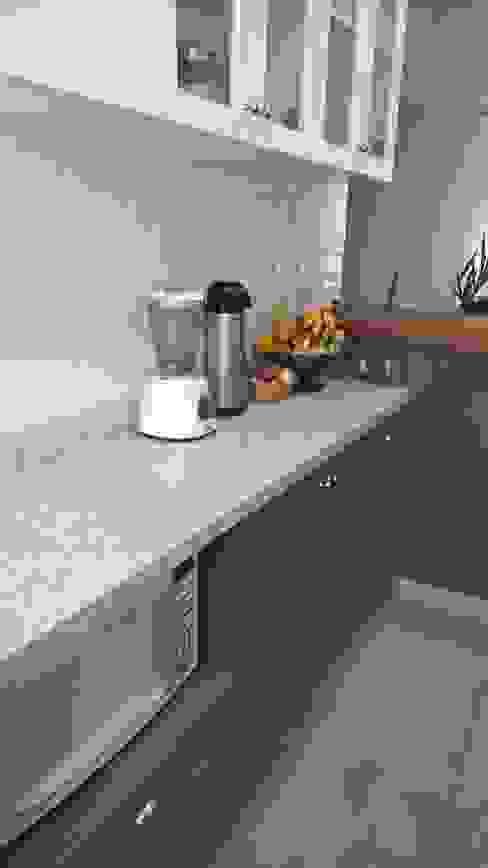 Skandinavische Küchen von R.E. Projetos Skandinavisch Granit