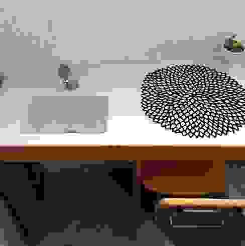 ミニ手洗い台: だいだ産業株式会社が手掛けたスカンジナビアです。,北欧