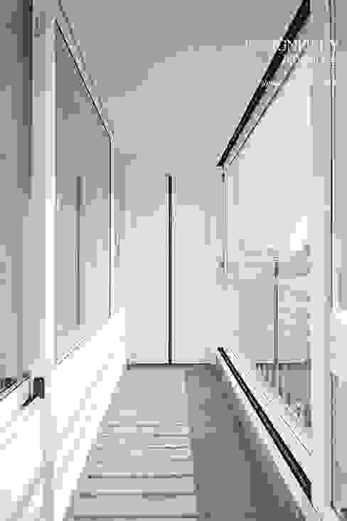 homify Minimalistischer Balkon, Veranda & Terrasse