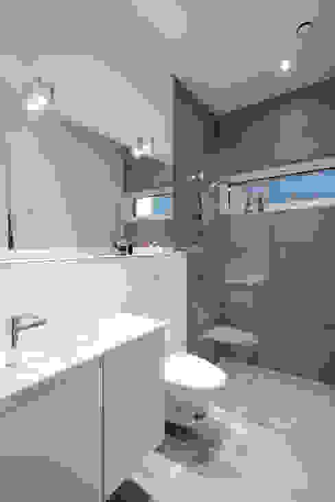 Villa Rypen Scandinavian style bathroom by C.F. Møller Architects Scandinavian