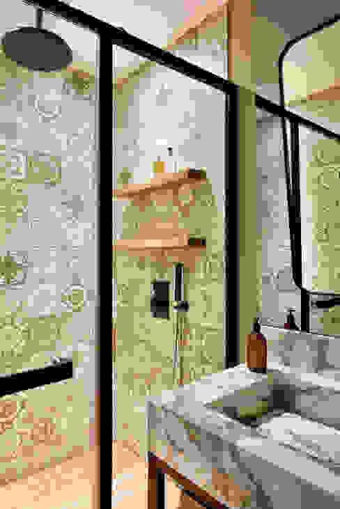 Baños de estilo moderno de Esra Kazmirci Mimarlik Moderno