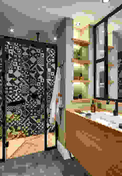 ห้องน้ำ โดย Esra Kazmirci Mimarlik,