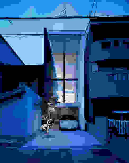 Casas modernas: Ideas, imágenes y decoración de 藤原・室 建築設計事務所 Moderno