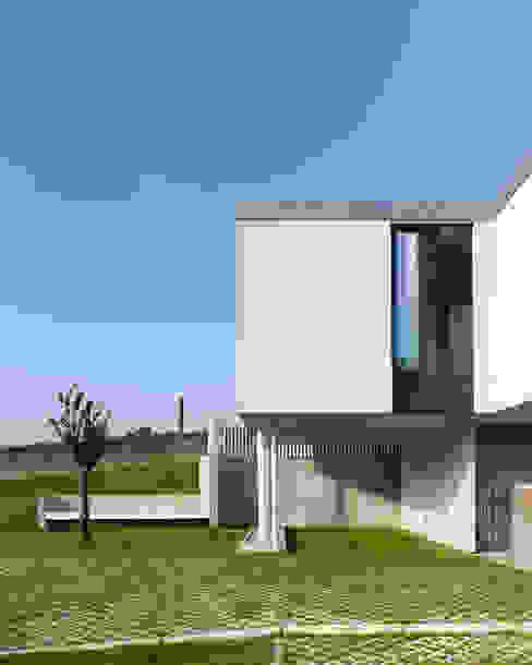 ADDOMO Casas modernas: Ideas, imágenes y decoración