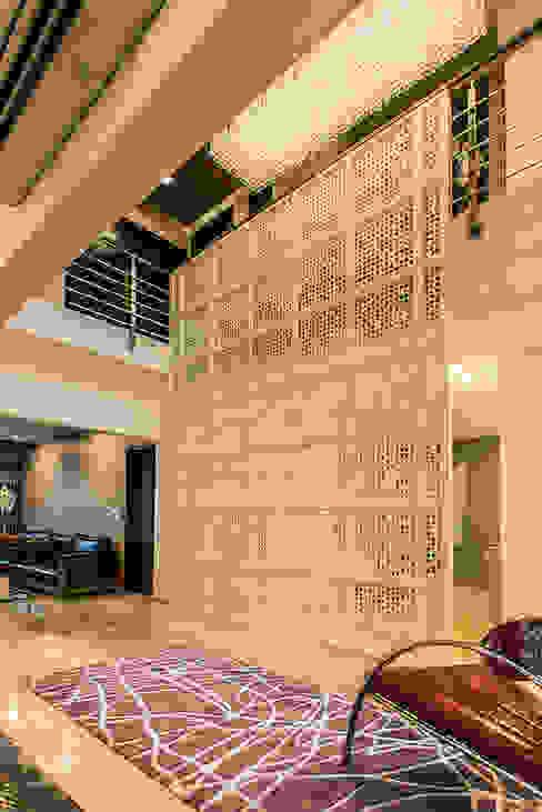 Jali Modern corridor, hallway & stairs by Studio An-V-Thot Architects Pvt. Ltd. Modern
