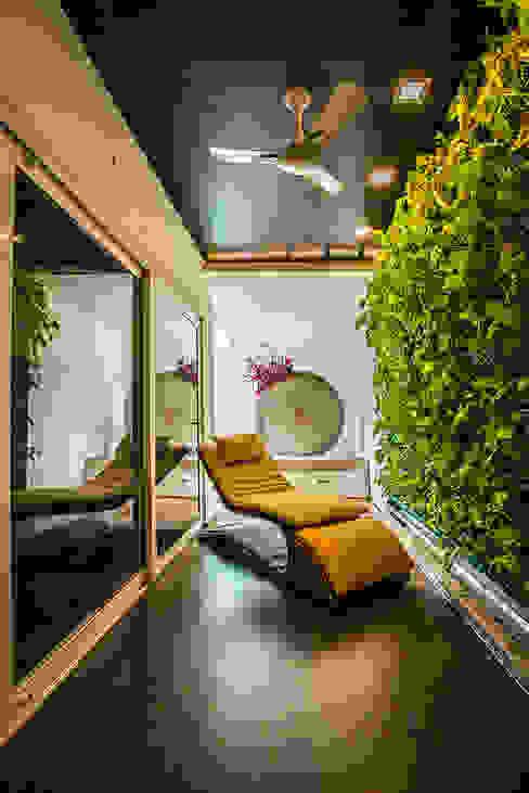 Courtyard Modern balcony, veranda & terrace by Studio An-V-Thot Architects Pvt. Ltd. Modern