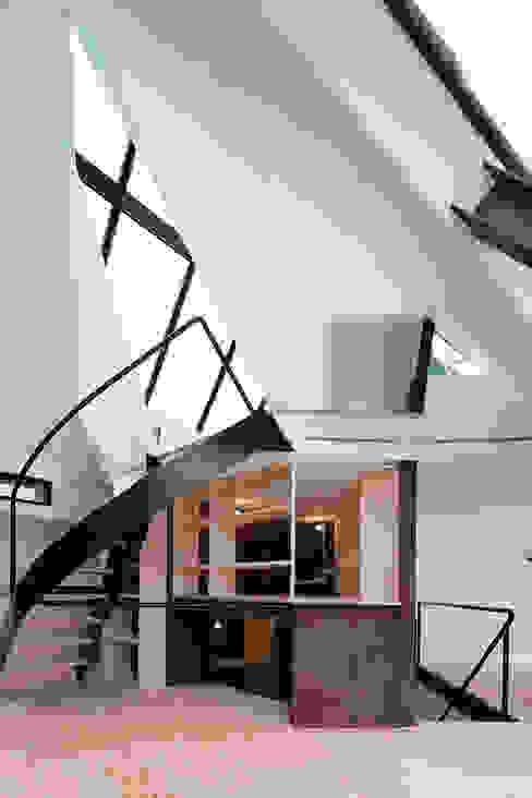 Corridor & hallway by architects atelier ryo abe,