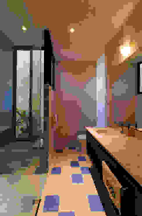 Ванная комната в стиле модерн от Taller Estilo Arquitectura Модерн