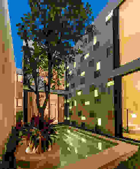 Бассейн в стиле модерн от Taller Estilo Arquitectura Модерн