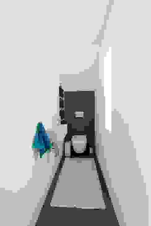 Bathroom by pickartzarchitektur