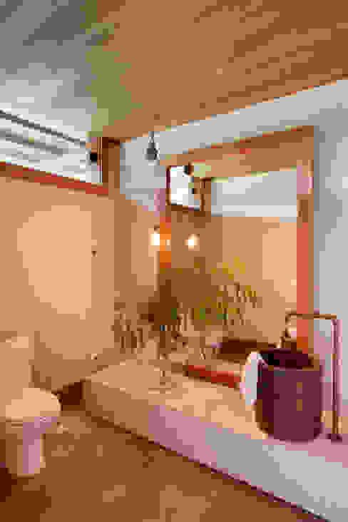 Phòng tắm phong cách đồng quê bởi Gisele Taranto Arquitetura Đồng quê