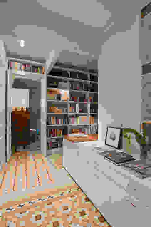 THE ROOM & CO interiorismo Hành lang, sảnh & cầu thang phong cách kinh điển