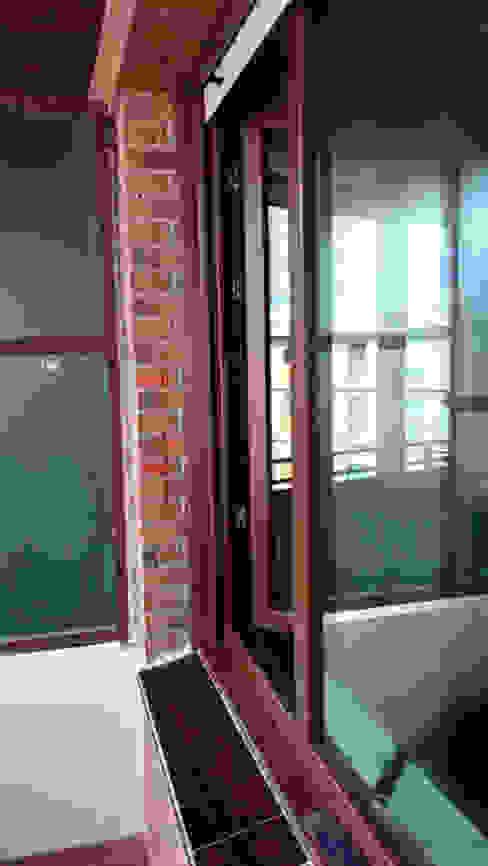 Cambio de ventanas en un piso en Getxo Puertas y ventanas modernas de Soluvent Window Solutions Moderno Vidrio