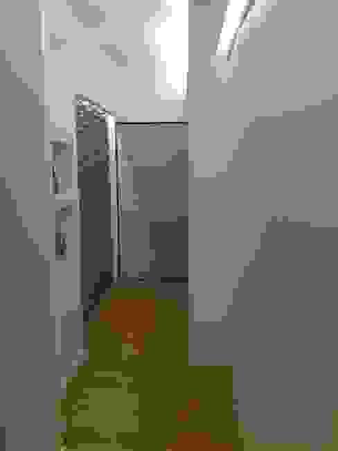 Zona ingresso Luca Palmisano Architetto Ingresso, Corridoio & Scale in stile moderno