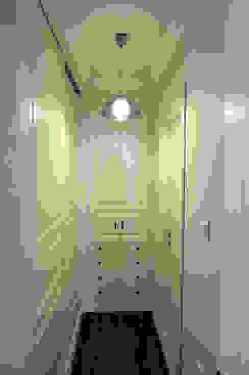 Corridor & hallway by Öykü İç Mimarlık, Classic