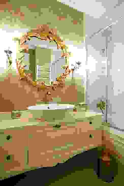Classic style bathrooms by Öykü İç Mimarlık Classic