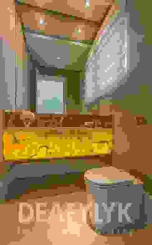 Claudia Guerios Arquitetura e Interiores Modern Bathroom Marble Amber/Gold