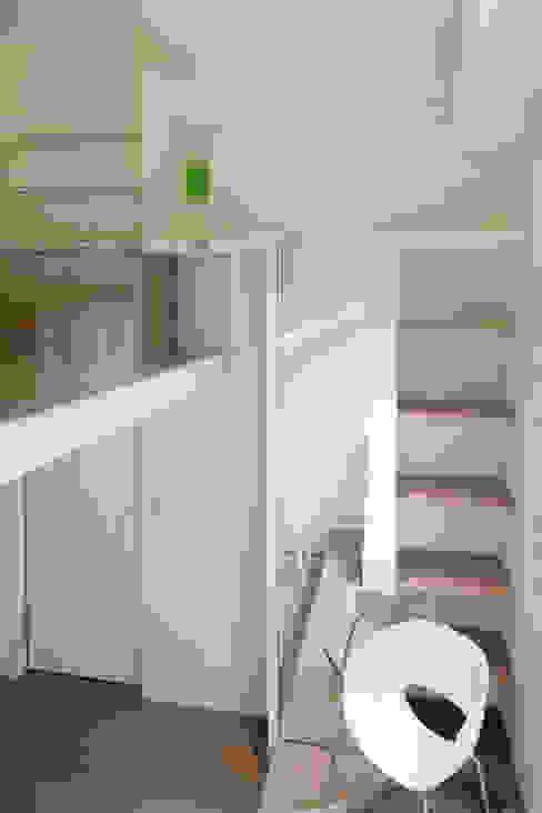 士林陳宅ㄒ 現代房屋設計點子、靈感 & 圖片 根據 四一室內裝修有限公司 現代風