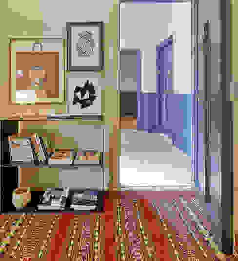 Koridor dan lorong by THE ROOM & CO interiorismo