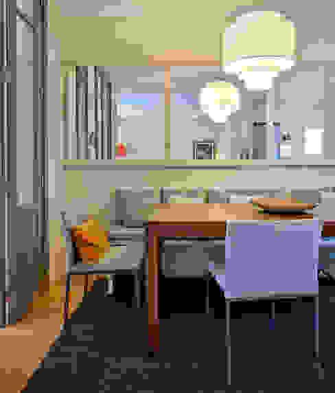 Ruang Makan Modern Oleh THE ROOM & CO interiorismo Modern