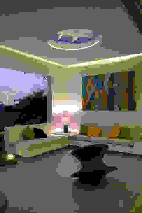 Terraza primer piso Balcones y terrazas de estilo moderno de DMS Arquitectas Moderno