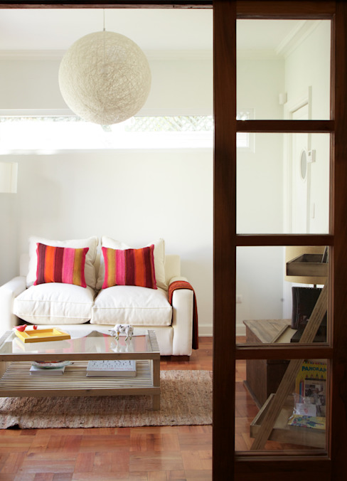 Living Livings de estilo moderno de RENOarq Moderno