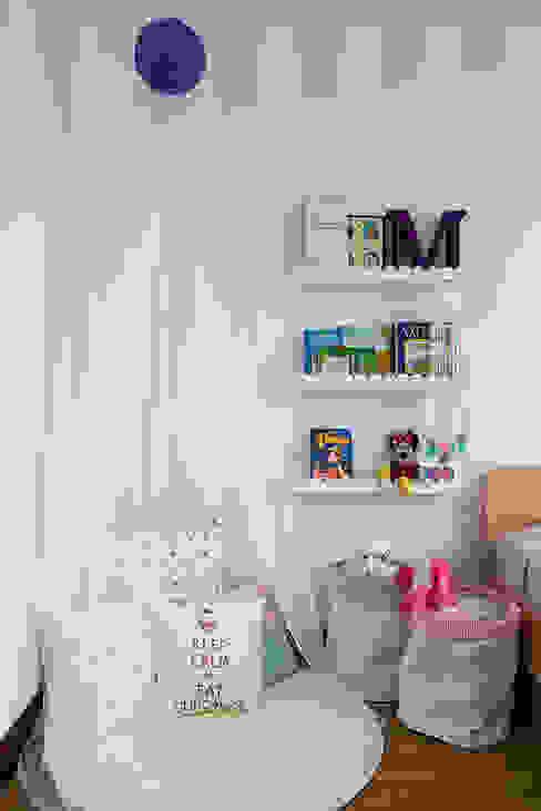Cuarto de Maria del Mar y Maria Antonia Little One Habitaciones para niños de estilo clásico