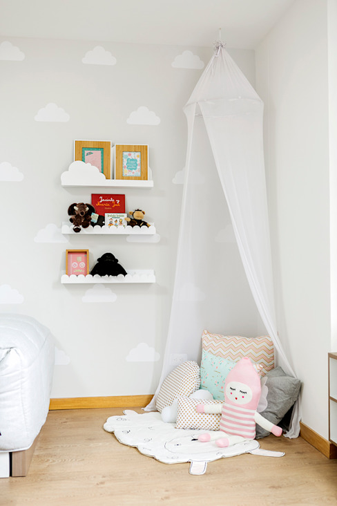 Minimalist nursery/kids room by Little One Minimalist