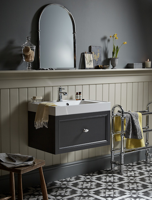 Caversham wall hung vanity unit โดย Heritage Bathrooms คลาสสิค