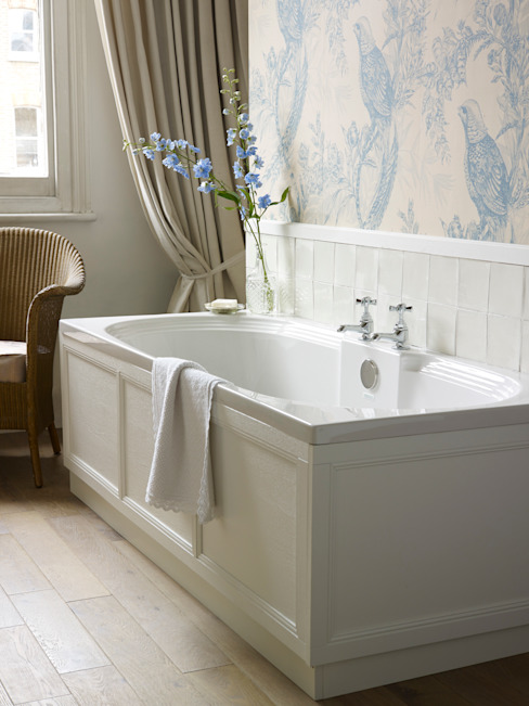 Dorchester fitted bath Classic style bathroom by Heritage Bathrooms Classic