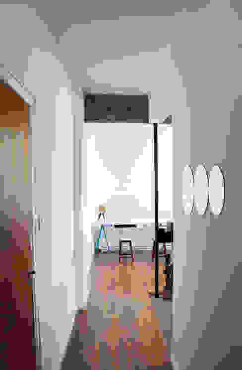 INTRIO Minimalist corridor, hallway & stairs