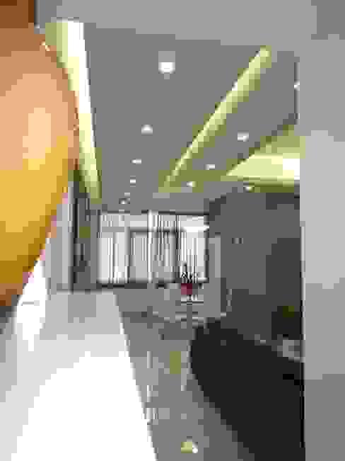disimpegno Ingresso, Corridoio & Scale in stile moderno di Studio di Progettazione e Design 'ARCHITÈ' Moderno