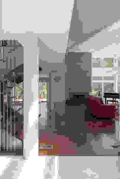 Salas de estar modernas por ARCHI-TEXTUAL, PLLC Moderno