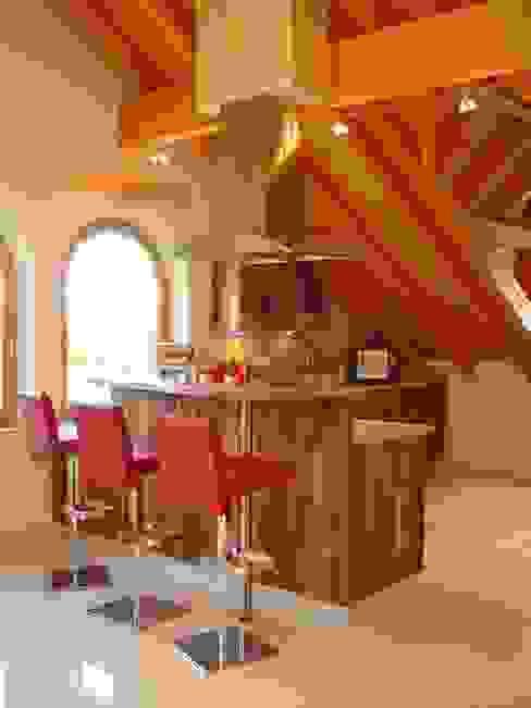 Cocinas de estilo  por HENCHE Möbelwerkstätte