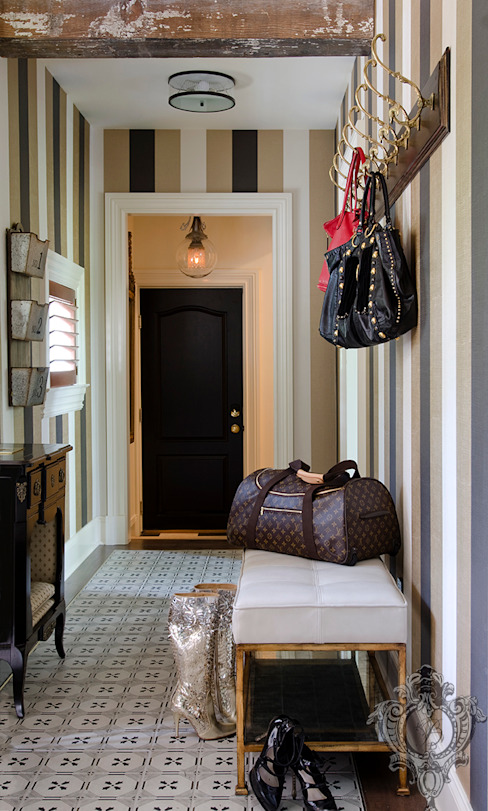 Mudroom Classic style corridor, hallway and stairs by Kellie Burke Interiors Classic