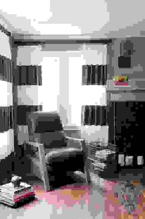 Phòng khách by Kellie Burke Interiors
