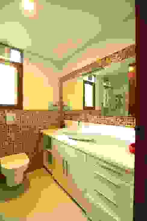 Girls Bedroom - Toilet Modern bathroom by Space Trend Modern