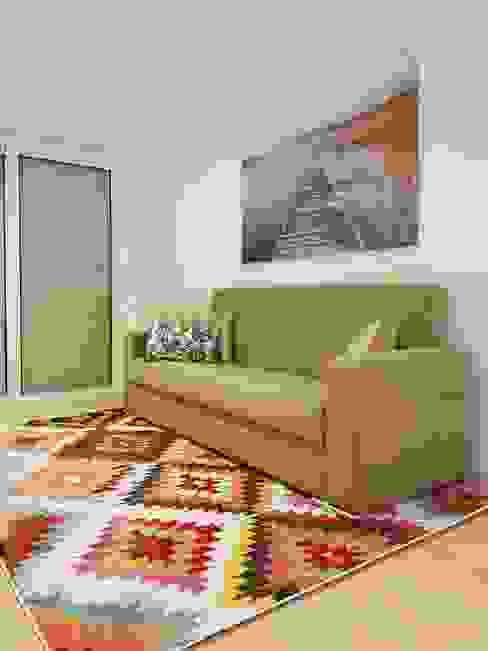 Sofá Cama Salas de estar ecléticas por Alma Braguesa Furniture Eclético